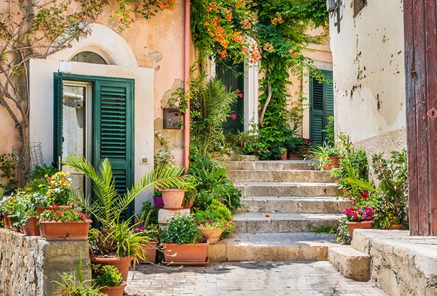Купить старинный дом в европе дубай пальма джумейра дома