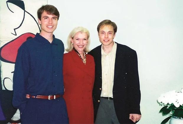 Мэй Маск с сыновьями - Кимбалом и Илоном, 1996 год