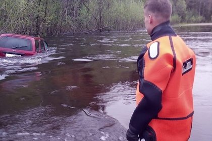 Россиянин решил показать разлив рек и едва не утопил семью