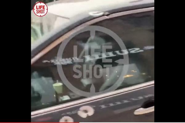 Изрешеченный пулями автомобиль участников перестрелки в Москве показали на видео