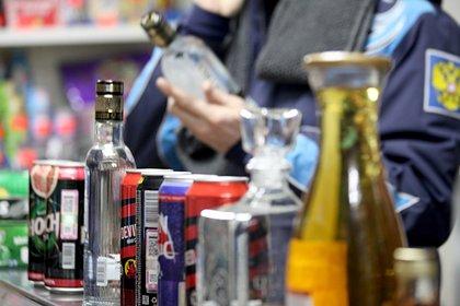 Роспотребнадзор объяснил влияние алкоголя на коронавирус