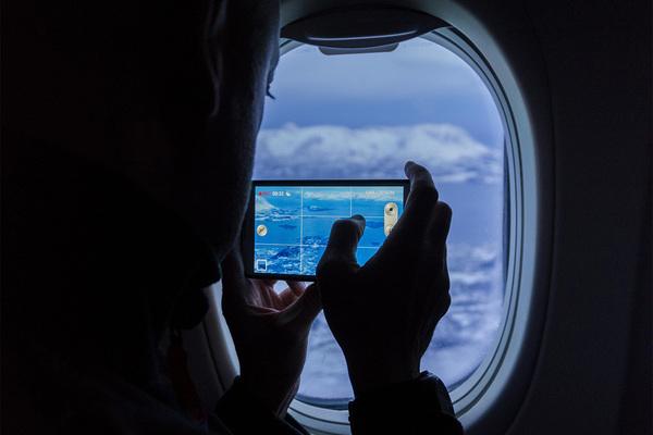 Раскрыта реальная опасность включенного на борту самолета телефона