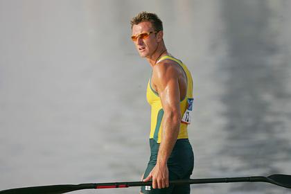 Чемпион попался на допинге и занялся контрабандой кокаина в международных водах