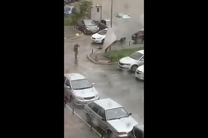 Разрушительный ураган в российском городе сняли на видео