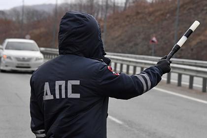 Россиянин на машине сбил двух полицейских на посту