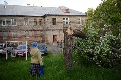 Число жертв разрушительного урагана в российском регионе выросло