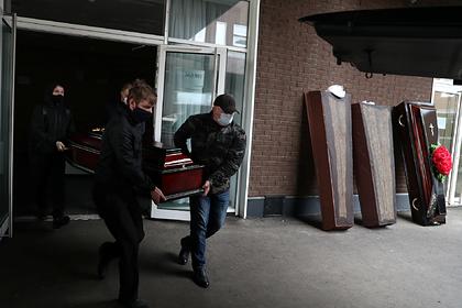 Число умерших россиян с коронавирусом превысило 3,8 тысячи