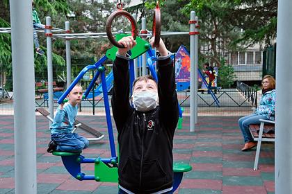 Раскрыта опасность медицинских масок для детей