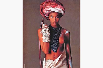 Наоми Кэмпбелл поделилась снимком из 90-х с обнаженной грудью в честь Дня Африки