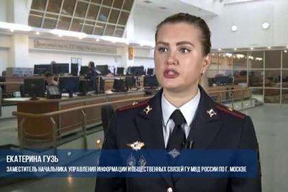 Выбивавшая долг с тесаком в руках россиянка попала на видео