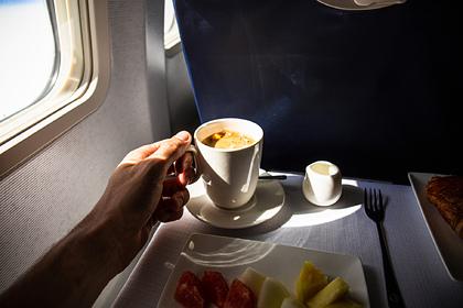 Стюардесса раскрыла опасность кофе на борту самолета