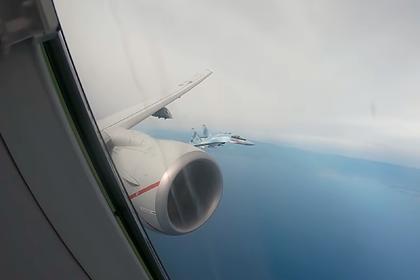 США показали на видео перехват своего самолета российскими Су-35