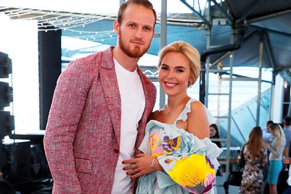 Раскрыты подробности развода Пелагеи с хоккеистом Телегиным