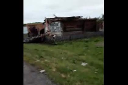 Последствия «сдувшего» российскую деревню урагана показали на видео