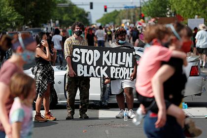 В США начался бунт из-за смерти чернокожего после грубого ареста
