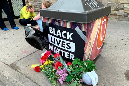 Полицейских уволили за убийство умолявшего о помощи темнокожего мужчины