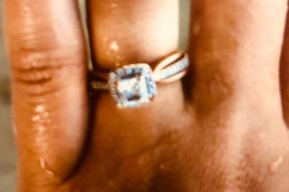 Кладоискатель помог влюбленным найти упавшее в воду обручальное кольцо