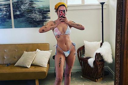 Популярная американская певица поделилась откровенным снимком в бикини