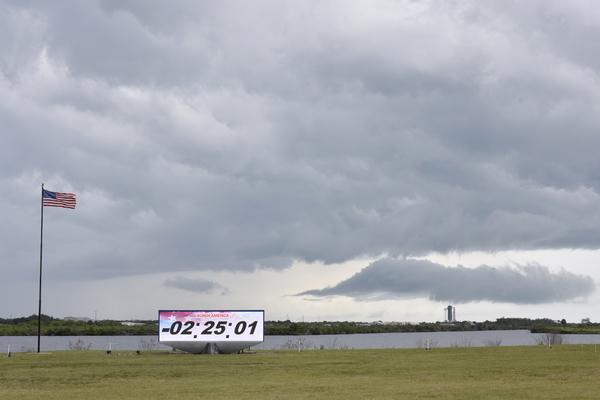 США перенесли запуск первого пилотируемого корабля Илона Маска