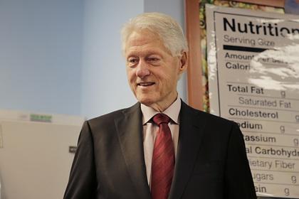 Клинтона обвинили в романе с помощницей педофила Эпштейна