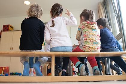 Лишившихся работы родителей предложили освободить от платы за детсад