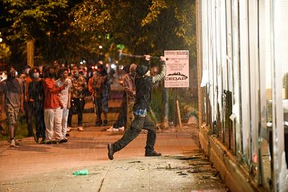 Бунт в США из-за смерти чернокожего привел к новой гибели и перекинулся дальше