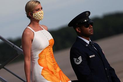 Платье дочери Трампа высмеяли в сети за схожесть со шторкой для ванны