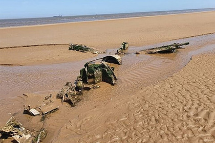 На пляже нашли обломки тяжелого истребителя