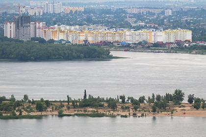 Жителям российского города посоветовали путешествовать на другой берег реки