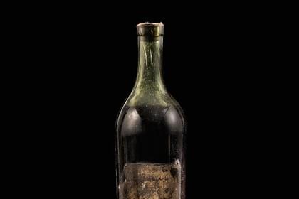 Бутылку одного из старейших в мире коньяков продали за 146 тысяч долларов