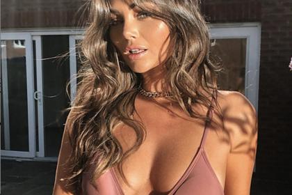 Популярная модель поделилась фото в бикини на карантине и восхитила подписчиков