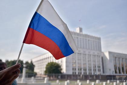 Москвича оштрафовали за неправильно повешенный российский флаг