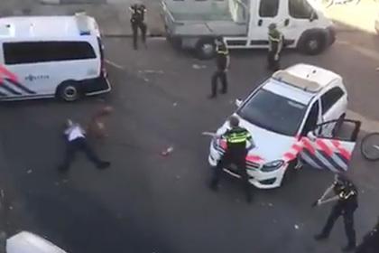 Выкрикивающий «Аллаху акбар» мужчина напал с топором на прохожих в Нидерландах