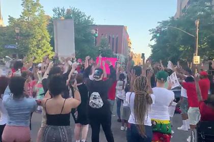 Семеро пострадали в ходе протестов из-за гибели чернокожей девушки в США