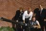 Не только одна из лучших ролей Иствуда (к большому сожалению, Американская киноакадемия заметила, номинировав на «Оскар», только его партнера по фильму Джеффа Бриджеса) — но и, возможно, лучший режиссерский дебют эпохи Нового Голливуда. Майкл Чимино снимает фильм-ограбление — но удерживается от изображения, собственно, криминальной затеи вплоть до середины картины, предпочитая сначала рассказать проникновенную и остроумную историю о путешествии двух друзей, обнажающую суть самой механики мужского товарищества.