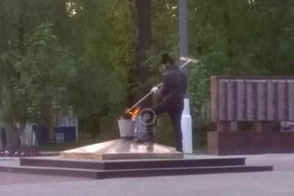 Россияне погрели ведро на Вечном огне и заинтересовали следователей