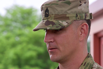 Американский солдат врезался в человека на грузовике и спас много жизней