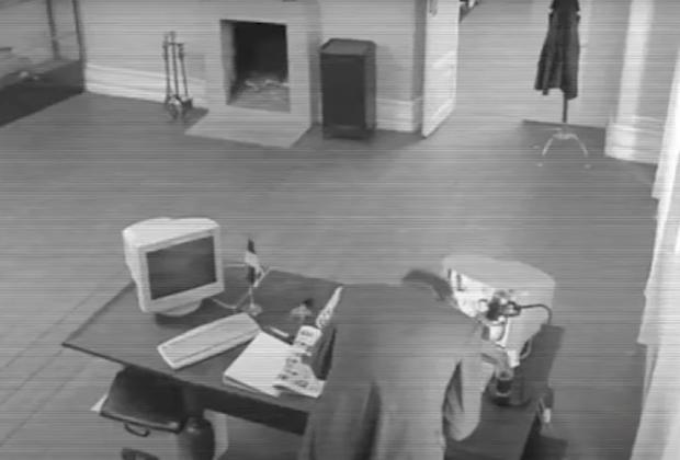 Съемка секретных бумаг. Кадр из документального фильма, снятого по истории Симма