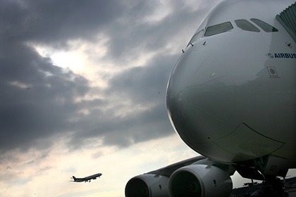 Всех пассажиров самолета изолировали из-за одного зараженного