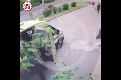 Ограбление инкассаторов с перестрелкой в российском городе попало на видео
