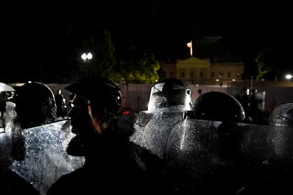Перед Белым домом начались столкновения