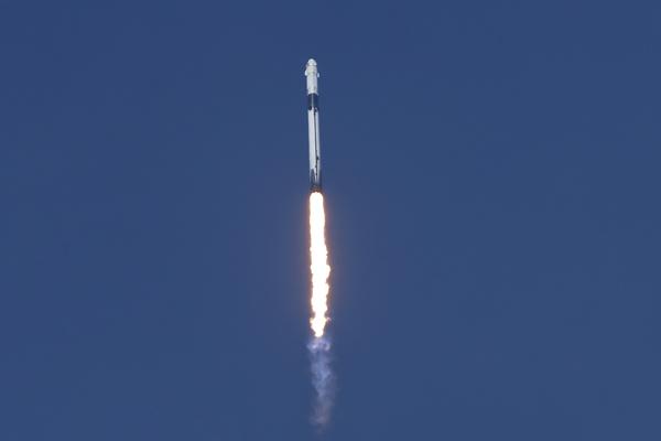 «Роскосмос» отреагировал на запуск первого пилотируемого корабля Илона Маска