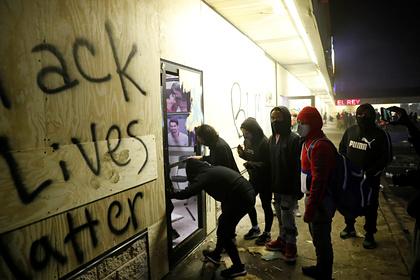 Протестующих в США припугнули коронавирусом и тюрьмой