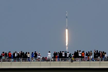 «Роскосмос» захотел отправить космонавтов к МКС на Crew Dragon