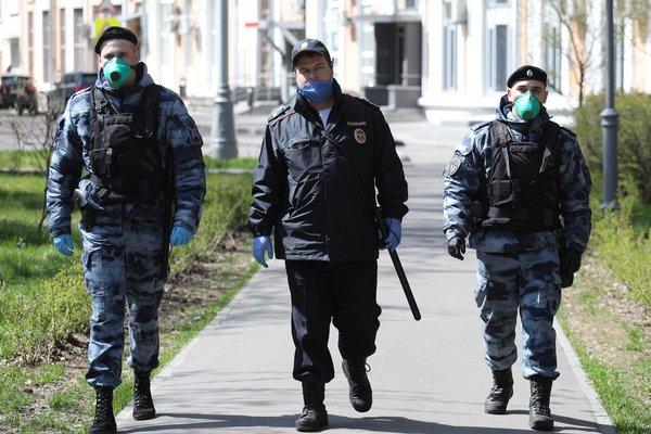 Силой отобравшие детей у россиянки полицейские рассказали подробности конфликта