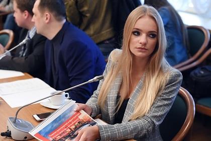Дочь Пескова нашла способ отметить День блондинок
