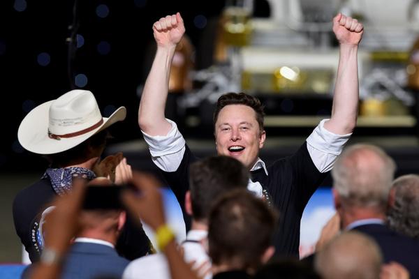 Илон Маск по-русски ответил Рогозину