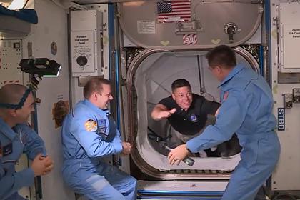 Переход экипажа Crew Dragon на МКС запечатлели на видео
