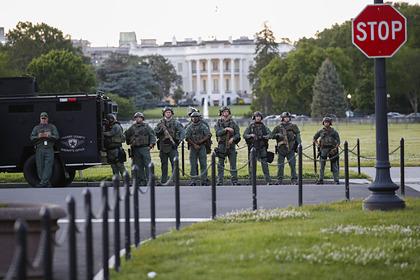 Трампа спрятали в подземный бункер во время протестов у Белого дома