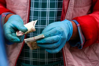 Почти половина россиян пожаловалась на снижение зарплаты
